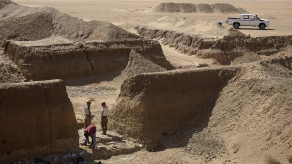 Die Goldmine ist verlassen aber die spektakulären Funde bleiben. Werkzeuge wurden in ältester datierbarer Schicht in der Sahara gefunden.
