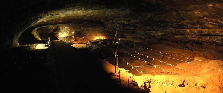 Eine Höhle bietet natürlichen Schutz und jetzt fanden Forschende die ältesten Beweise für die Nutzung einer Höhle in der Wunderwerke-Höhle.