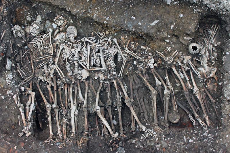 Die Opfer der Schlacht um Rennes, das Massengrab der Soldaten.