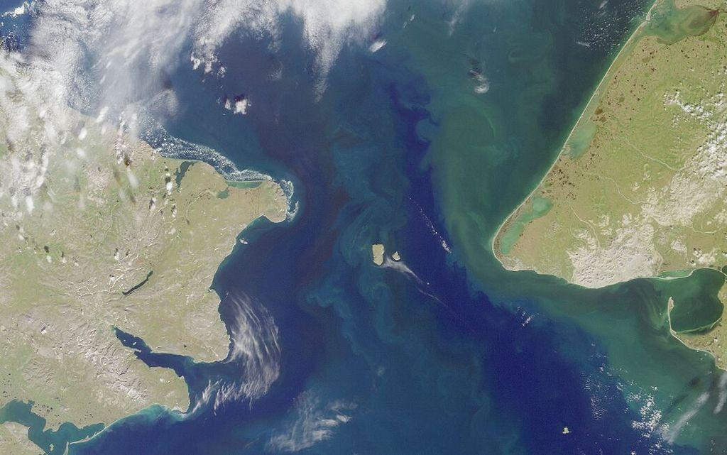 Satellitenbild der Beringstraße, über die wahrscheinlich die Migrationen von Sibirien nach Amerika stattfanden