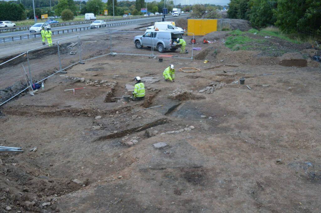 Ausgrabungen zur Wiederentdeckung des englischen Dorfes