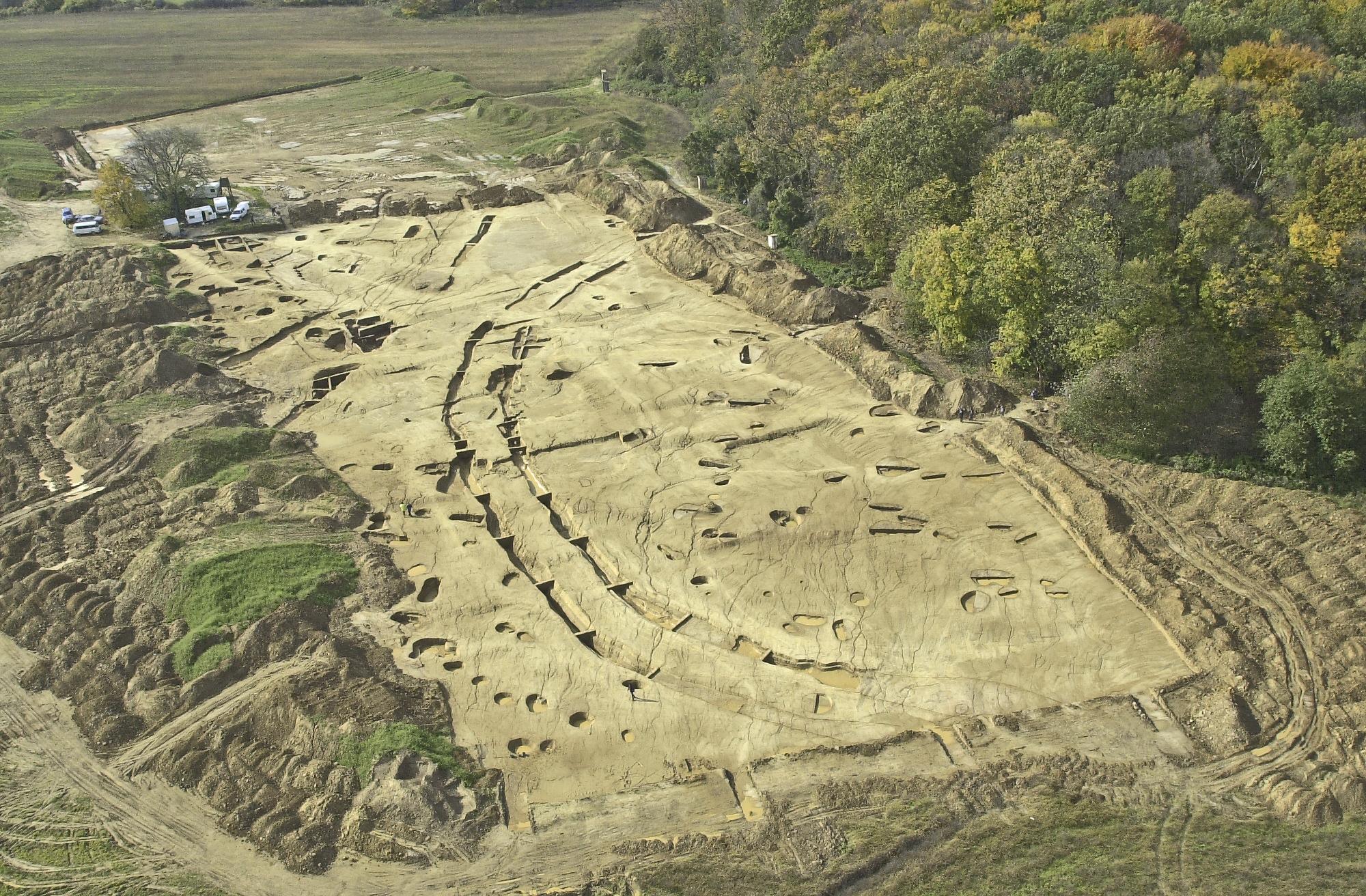 Neolithische Kreisgrabenanlagen in Ungarn