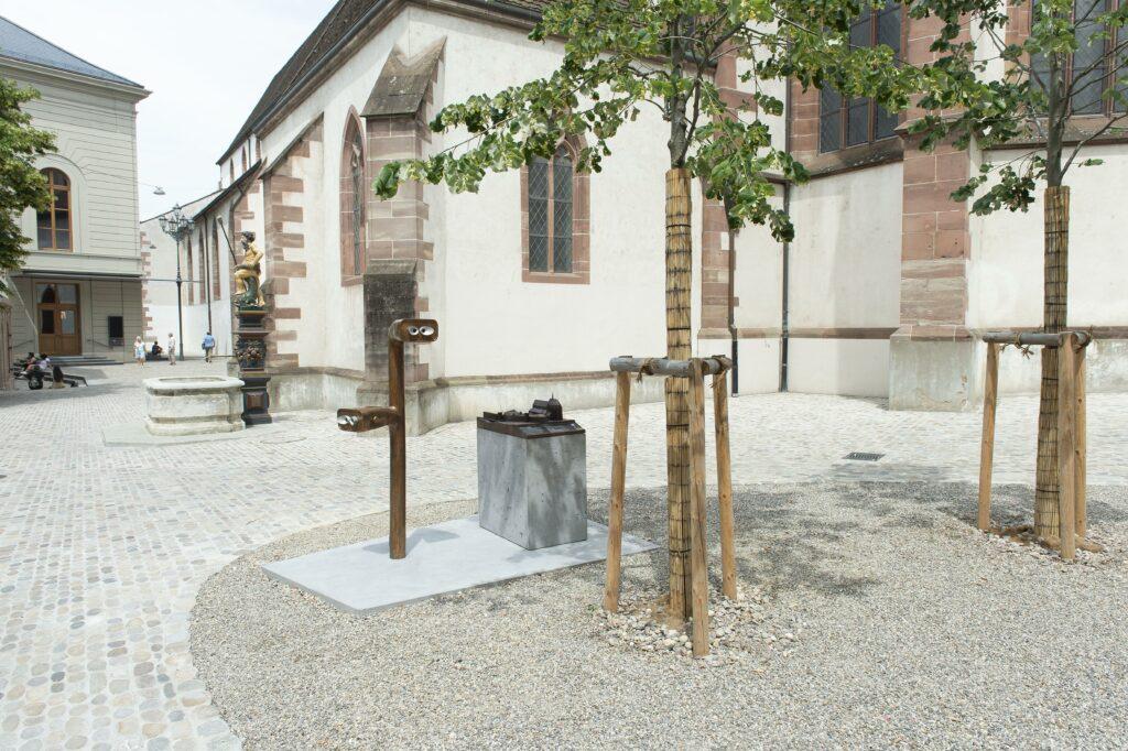 Neue Informationsstellen: Hinter dem Stadtcasino und der Barfüsserkirche wurden ein Bronzemodell des Barfüsserklosters und ein Archaeoskop, ein Fernrohr in die Vergangenheit, aufgestellt.