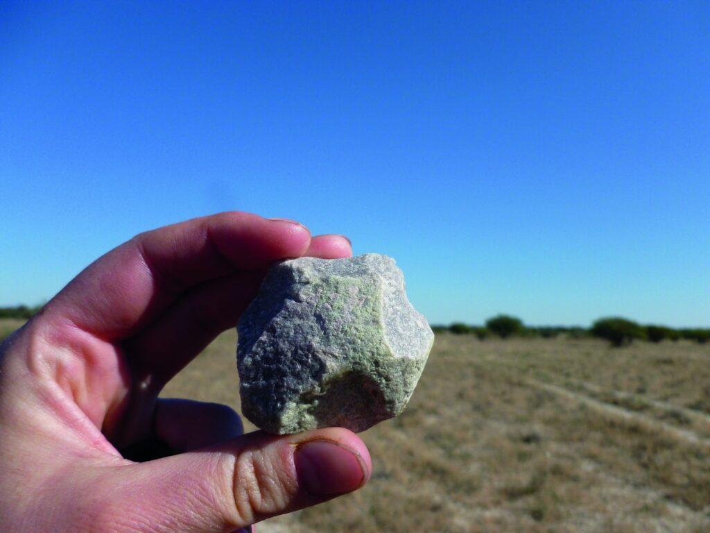 Spuren der menschlichen Entwicklung in der Kalahari: Prähistorisches Steinartefakt aus der südlichen Kalahari.