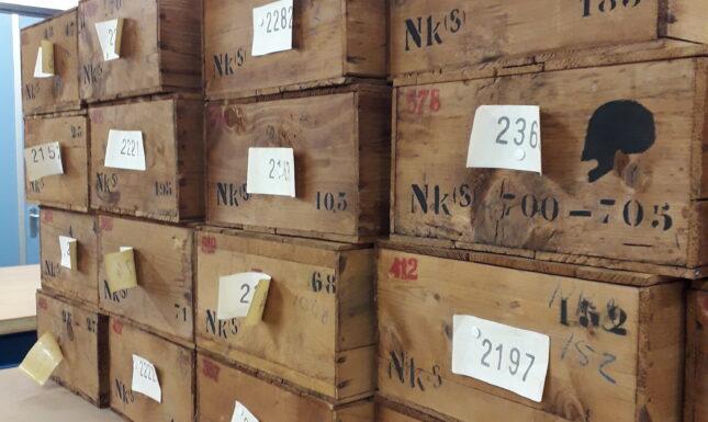 Kisten mit Skeletten, Sammlung der Nieuwerkerke (untergebracht bei Erfgoed Zeeland, Middelburg). Foto von Rachel Schats.