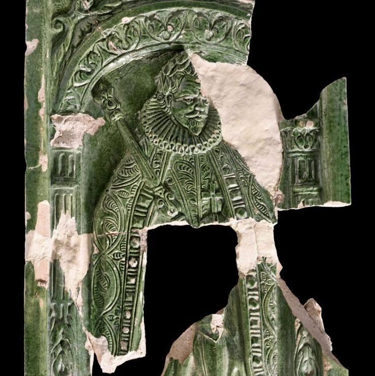 Grün glasierte Ofenkachel mit Darstellung Kaiser Ferdinands I. (© Landesamt für Denkmalpflege und Archäologie Sachsen-Anhalt, Andrea Hörentrup)