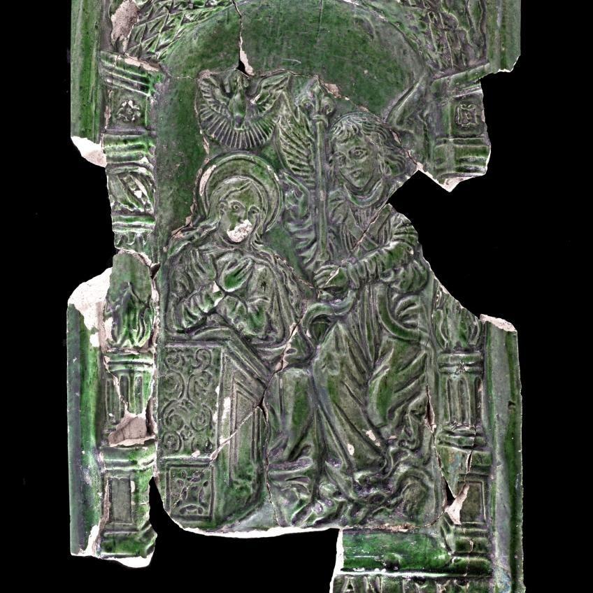 Berman-Kachel mit Szene aus dem Neuen Testament: Mariä Verkündigung (© Landesamt für Denkmalpflege und Archäologie Sachsen-Anhalt, Andrea Hörentrup)