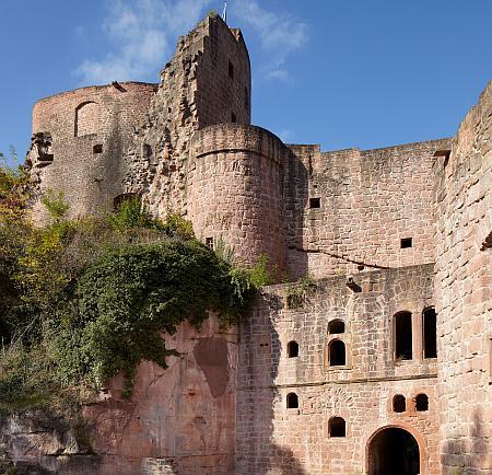 Die Festungsruine Hardenburg. Eine der zahlreichen Burgen, die es zu erkunden gilt.