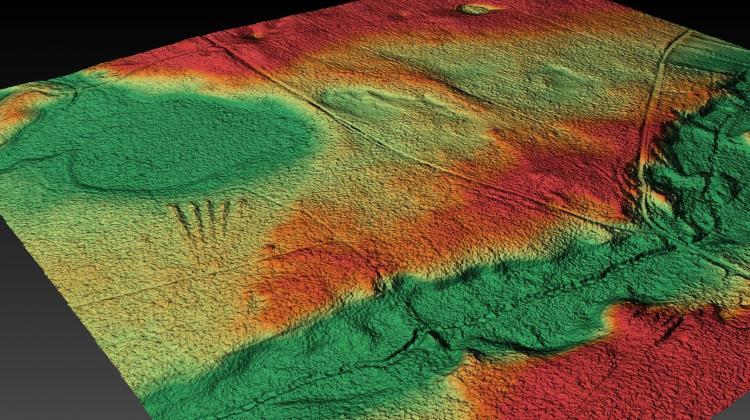 3D-Visualisierung des ersten megalithischen Gräberfeldes, das in Wielkopolska bei Rokietnica entdeckt wurde.