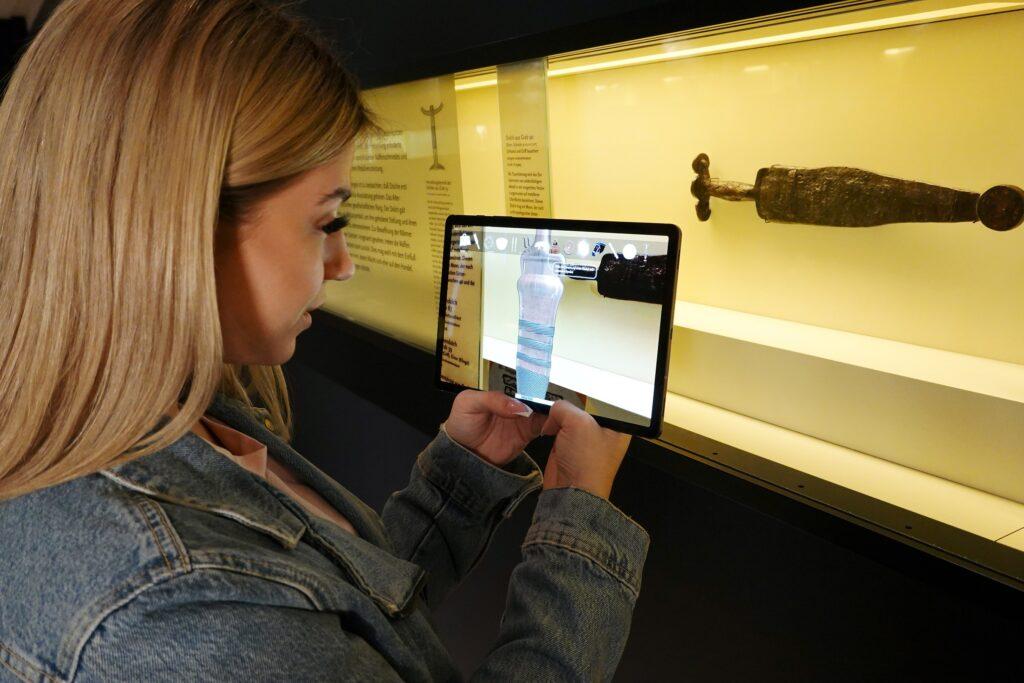 GeheimnisGräberei nutzt die Augmented-Reality-Technologie, um die Welt der Kelten zum Leben zu erwecken.