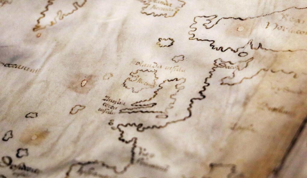 Die Vinland-Karte, bei der es sich angeblich um eine Karte aus dem 15. Jahrhundert mit einer präkolumbianischen Darstellung der nordamerikanischen Küste handelt, wurde mit moderner Tinte gezeichnet, wie eine neue Analyse von Wissenschaftlern und Restauratoren aus Yale zeigt.